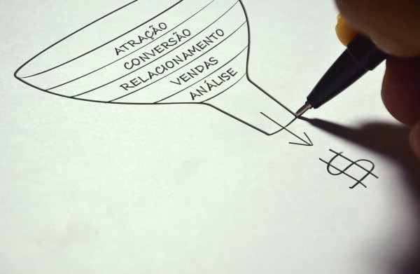 Como converter leads em clientes? Aprenda agora mesmo!
